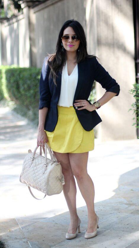 blazer preto com blusa branca e saia curta amarela 470x836 - BLAZER FEMININO, com saia, vestido ou calça está em alta