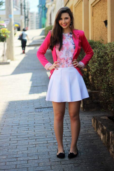 blazer rosa e saia rodada branca 470x705 - BLAZER FEMININO, com saia, vestido ou calça está em alta