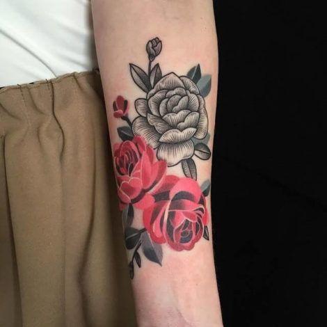 tatuagens de flor 1 470x470 - TATUAGENS DE FLOR femininas espalhadas pelo corpo