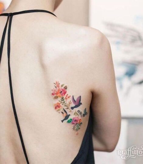 tatuagens de flor 2 470x537 - TATUAGENS DE FLOR femininas espalhadas pelo corpo