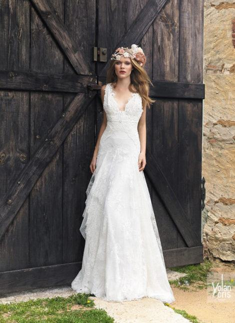 vestido de noiva simples cmo renda 470x647 - VESTIDO DE NOIVA SIMPLES : Modelitos curtos e longos especiais