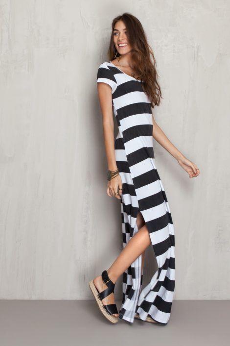 vestido longo listrado 9 470x706 - Vestido LONGO LISTRADO na moda com tênis branco ou sandália