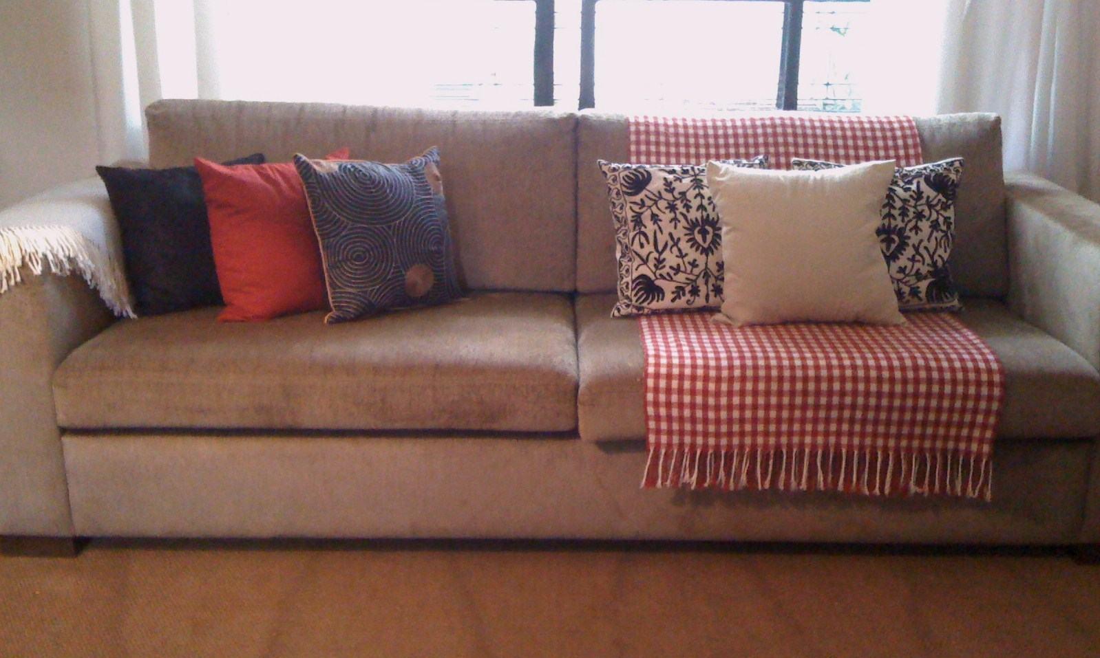 Sof s decorados com almofadas todos os tipos s detalhe - Decorar pared sofa ...