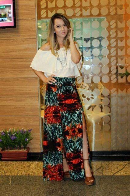 imagem 21 - Modelos de Blusa CIGANINHA com calça, shorts, saia