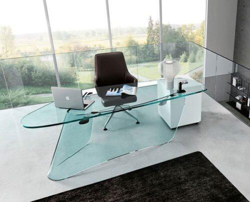 belas mesas de escritório de vidro 500x403 - Dicas para montar o local de trabalho com mesas de escritório de vidro