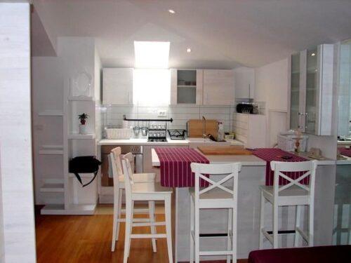 imagens de cozinhas para apartamento pequeno 500x375 - A mais belas cozinhas para apartamento pequeno, tudo com móveis planejados