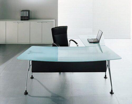 mesas de escritório de vidro tipos 500x396 - Dicas para montar o local de trabalho com mesas de escritório de vidro