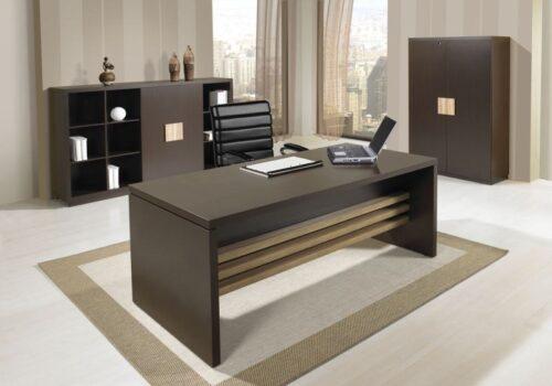 mesas de escritório planejadas modernas 500x350 - Mesas de escritório planejadas para ambientes diversos