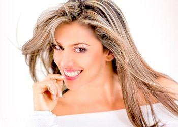 penteados de cabelos lisos com mechas loiras - Visual bem descolado com cabelos lisos com mechas loiras
