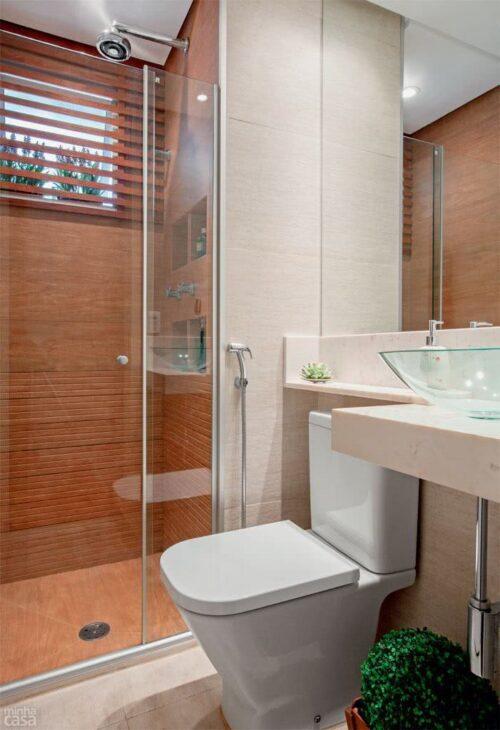 belos banheiros pequenos com porcelanato 500x730 - Banheiros pequenos com porcelanato dicas de construção e decoração
