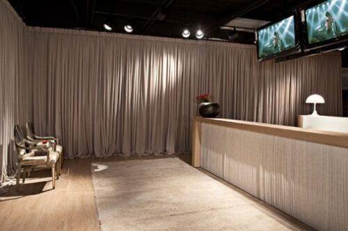 imagens de cortina acetinada para sala 500x333 - Decore janelas e portas com Cortina acetinada para sala