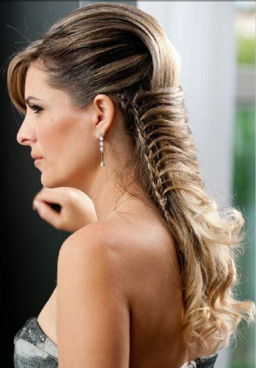 lindos penteados com tranças laterais 500x718 - Lindos Penteados com tranças laterais, aprenda fazer pois sempre caem bem