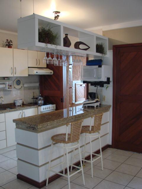 Como decorar a cozinha americana com banquetas e balc es for Cocina americana sala de estar idea