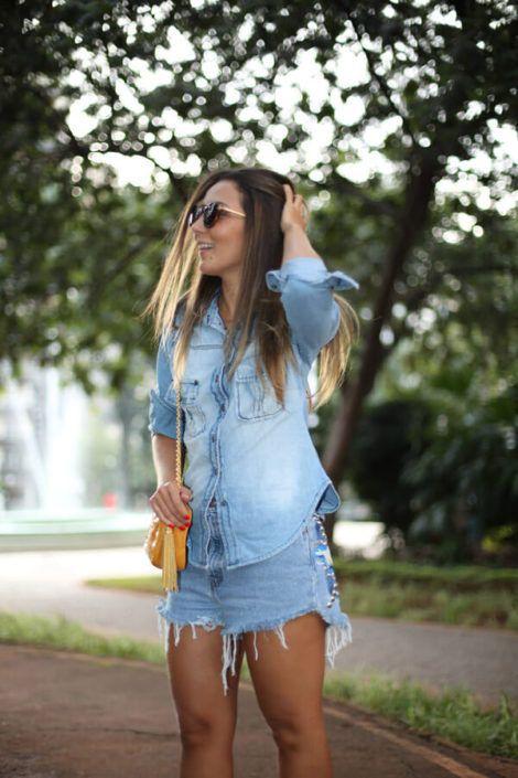 imagem 20 1 470x705 - Camisa jeans feminina Looks para usar a seu favor