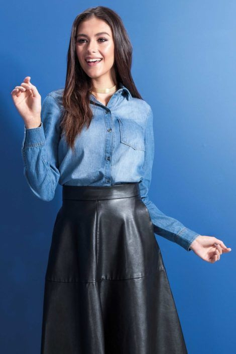 imagem 7 470x705 - Camisa jeans feminina Looks para usar a seu favor
