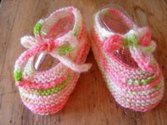 sapatinhos de bebê de tricô
