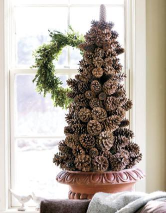 fotos de decoração de natal com pinhas