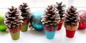 tipos de decoração de natal com pinhas