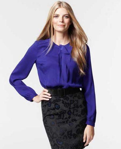 blusinhas femininas de seda azul 410x504 - Blusinhas femininas de seda looks pra usar com saia e calça