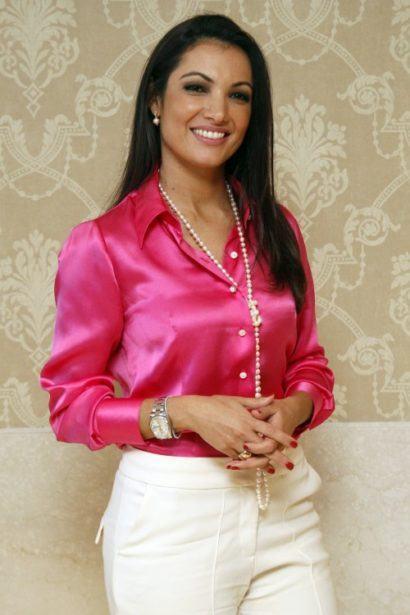 blusinhas femininas de seda social pink 410x615 - Blusinhas femininas de seda looks pra usar com saia e calça