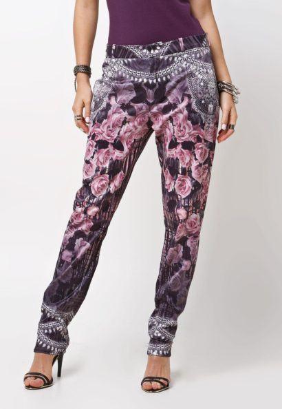 maxi cal%C3%A7as femininas carrot estampada 410x594 - Lindas Maxi calças femininas pra você ficar na moda