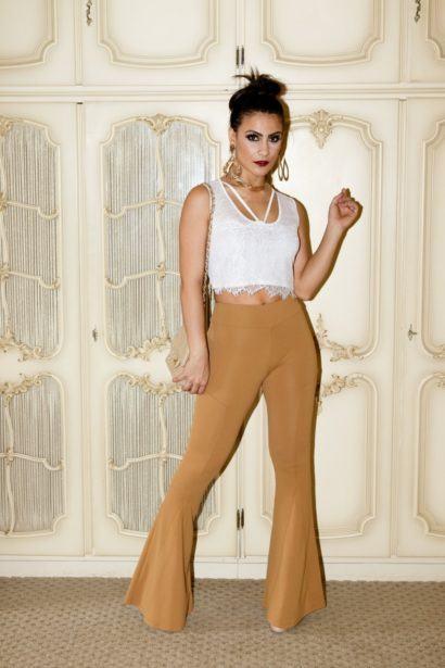 maxi cal%C3%A7as femininas flare 410x615 - Lindas Maxi calças femininas pra você ficar na moda