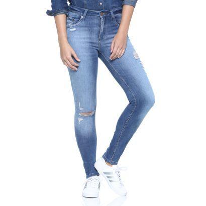 maxi cal%C3%A7as femininas skinny com camisa jeans 410x410 - Lindas Maxi calças femininas pra você ficar na moda