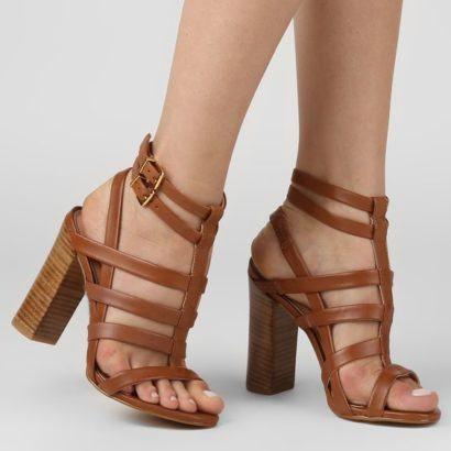 sandalia com tira alta e salto grosso 410x410 - Sandálias de tiras altas Gladiadoras encantadoras