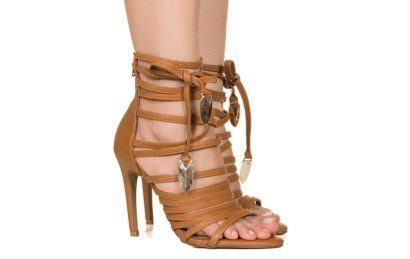 sandalia com tiras alta e salto fino 410x259 - Sandálias de tiras altas Gladiadoras encantadoras