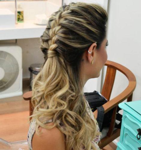 penteados para cabelos longos com tran%C3%A7as 470x499 - PENTEADOS PARA CABELOS LONGOS coques, semipresos, franjas, rabo de cavalo