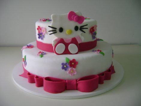 bolos de pasta americana de hello kitty 470x353 - BOLOS DE PASTA AMERICANA para aniversário ou casamento