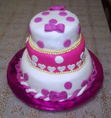 bolos de pasta americana de tres andares 470x502 - BOLOS DE PASTA AMERICANA para aniversário ou casamento