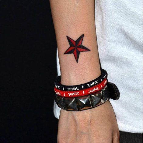 imagem 11 8 470x470 - Tatuagem de Estrela Feminina, Cores e Partes do Corpo