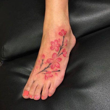 imagem 21 3 470x470 - Tatuagens de Flores com Galhos e partes do Corpo