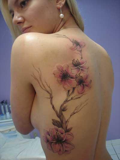 tatuagem de flores com galhos nas costas 4 - Tatuagens de Flores com Galhos e partes do Corpo